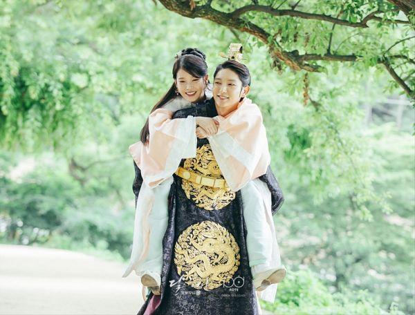 Tags: K-Pop, K-Drama, Lee Jun-ki, IU, Skirt, Blue Skirt, Hug, Korean Clothes, Walking, Orange Shirt, Jewelry, Tree