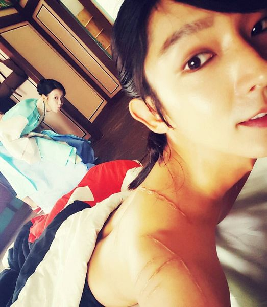 Tags: Loen Entertainment, K-Pop, K-Drama, Lee Jun-ki, IU, Duo, Scar, Traditional Clothes, Laying On Stomach, Korean Clothes, Pouting, Hair Up