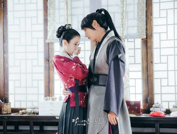 Tags: K-Pop, K-Drama, IU, Lee Jun-ki, Couple, Red Shirt, Hug, Holding Close, Table, Duo, Covering Mouth, Traditional Clothes