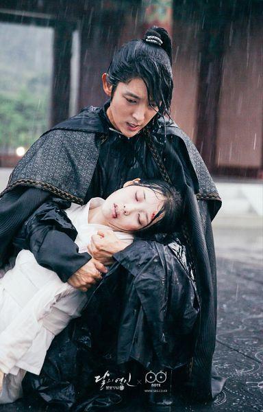 Tags: K-Pop, K-Drama, IU, Lee Jun-ki, Hug, Rain, Looking At Another, Holding Close, Injury, Ponytail, Duo, Blood