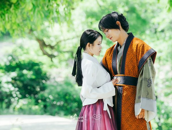 Tags: K-Pop, K-Drama, IU, Lee Jun-ki, Korean Clothes, Looking At Another, Plant, Tree, Skirt, Orange Outfit, Duo, Traditional Clothes