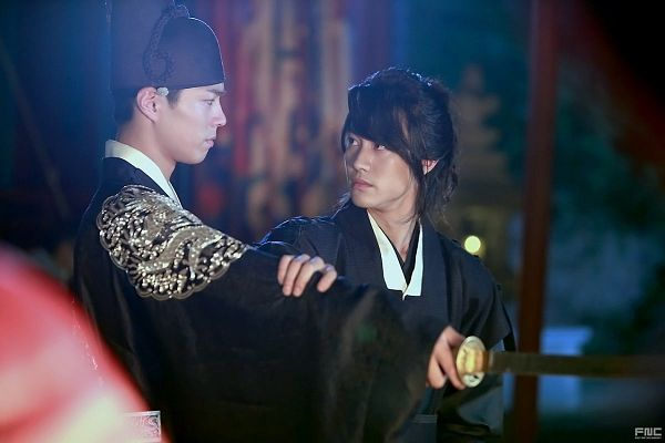 Tags: K-Drama, Kwak Dong-yeon, Park Bo-gum, Weapons, Night, Hair Up, Sword, Duo, Looking At Another, Traditional Clothes, Ponytail, Hand On Arm
