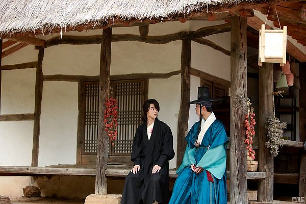 Tags: K-Drama, Kwak Dong-yeon, Park Bo-gum, Korean Clothes, Hat, Two Males, Black Outfit, Lamp, Blue Outfit, Bent Knees, Duo, Injury