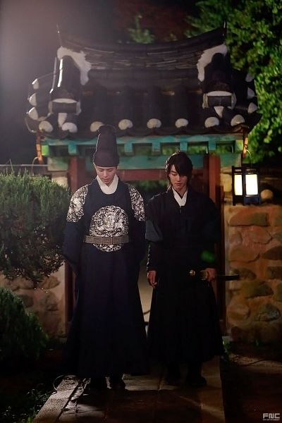 Tags: K-Drama, Park Bo-gum, Kwak Dong-yeon, Black Outfit, Duo, Lamp, Belt, Looking Ahead, Traditional Clothes, Hat, Two Males, Korean Clothes