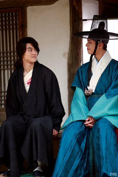 Tags: K-Drama, Park Bo-gum, Kwak Dong-yeon, Bent Knees, Duo, Hair Up, House, Traditional Clothes, Injury, Looking At Another, Korean Clothes, Blood