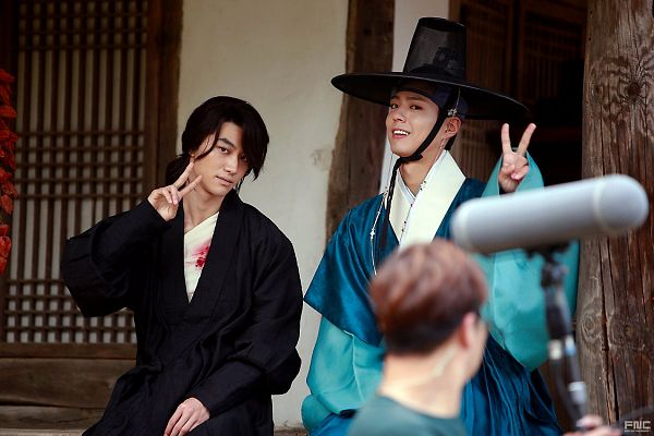 Tags: K-Drama, Park Bo-gum, Kwak Dong-yeon, Hair Up, Traditional Clothes, Ponytail, Korean Clothes, Injury, Sitting, Two Males, Black Outfit, Blood