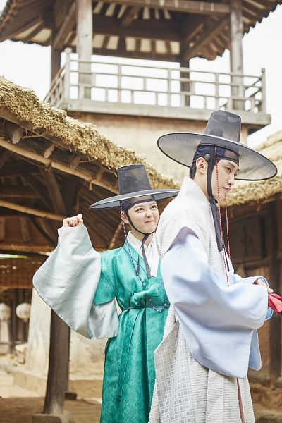 Tags: K-Pop, K-Drama, B1A4, Kim Yoo-jung, Jung Jinyoung, Frown, Hat, Duo, Android/iPhone Wallpaper, Moonlight Drawn by Clouds