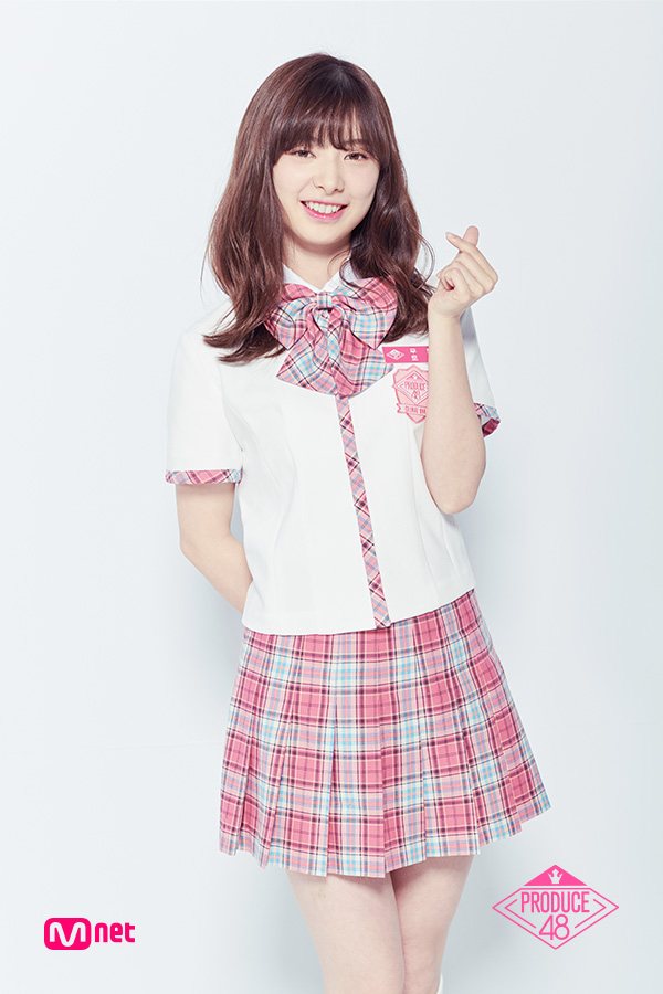 Tags: Television Show, J-Pop, AKB48, Mutou Tomu, Pink Skirt, Arms Behind Back, White Background, Checkered Skirt, Short Sleeves, Checkered, Heart Gesture, White Jacket