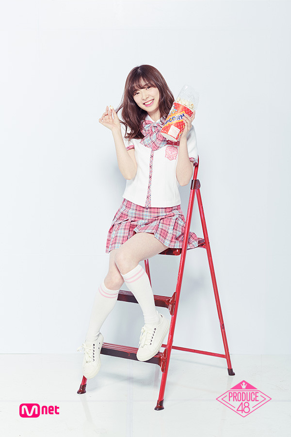 Tags: J-Pop, Television Show, AKB48, Mutou Tomu, Checkered Skirt, Shoes, Checkered, Holding Object, White Footwear, Food, Pink Skirt, Blunt Bangs