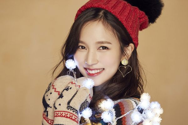 Tags: JYP Entertainment, K-Pop, Twice, Myoui Mina, Hat, Brown Background, Close Up, Christmas, Text: Song Title, Red Lips, Heart, Text: Calendar Date