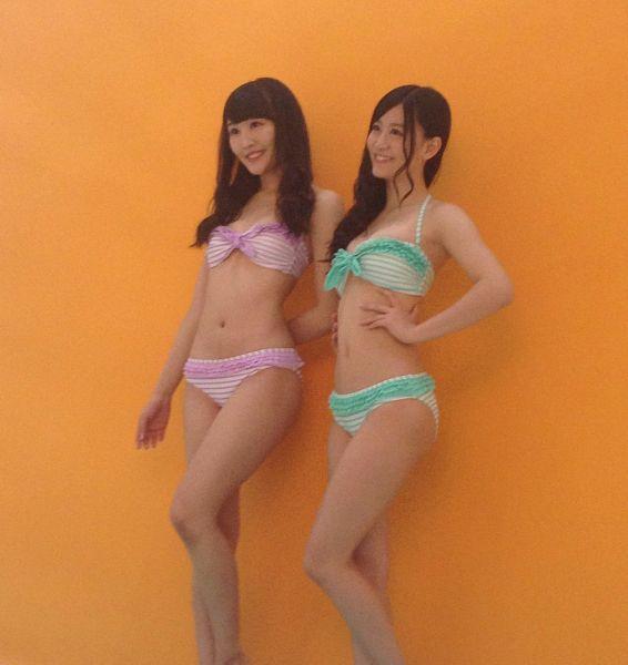 Tags: J-Pop, NMB48, Kawakami Rena, Jonishi Kei, Duo, Bikini, Orange Background, Suggestive, Looking Ahead, Hand On Waist, Swimsuit, Bare Shoulders