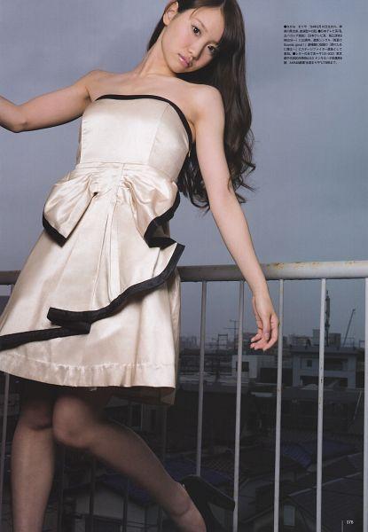 Tags: J-Pop, AKB48, Nagao Mariya, Outdoors, White Dress, From Below, Looking Down, Sleeveless, Standing On One Leg, Black Legwear, Leg Up, Wavy Hair