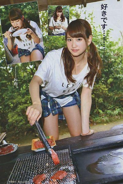 Tags: J-Pop, AKB48, Nagao Mariya, Denim Shorts, Shorts, Checkered Shirt, Blue Shirt, Outdoors, Twin Tails, Japanese Text, Eyes Closed, Cooking