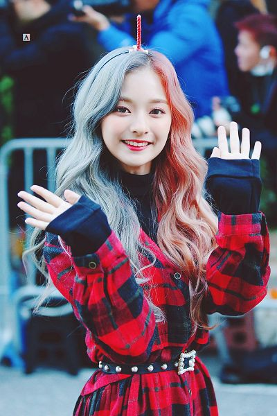 Tags: K-Pop, fromis 9, Nakyung, Blue Hair, Red Outerwear, Sweater, Multi-colored Hair, Checkered, Make Up, Wavy Hair, Red Headwear, Buttons