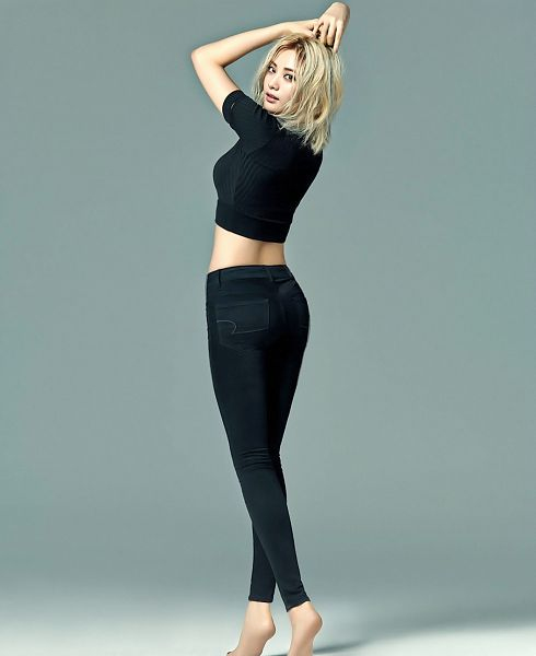 Tags: K-Pop, After School, Nana, Hand In Hair, Black Shirt, Full Body, Blonde Hair, Midriff, Barefoot, Gray Background, Black Pants, Arms Up