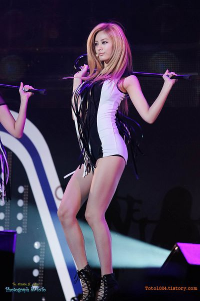 Tags: K-Pop, After School, Nana, Striped Outfit, Looking Ahead, White Outfit, Black Outfit, Dark Background, High Heels, Striped, Black Background, Black Footwear
