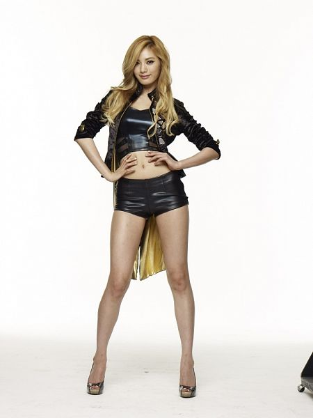 Tags: K-Pop, After School, Nana, Black Jacket, High Heels, Black Shorts, Light Background, Black Outerwear, Crop Top, White Background, Hand On Hip, Gold Footwear