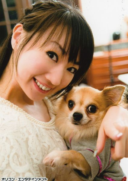 Tags: J-Pop, Nana Mizuki, Necklace, Japanese Text, White Outfit, Pointing, Dog, Grin, Animal, White Dress, Gray Shirt, Android/iPhone Wallpaper