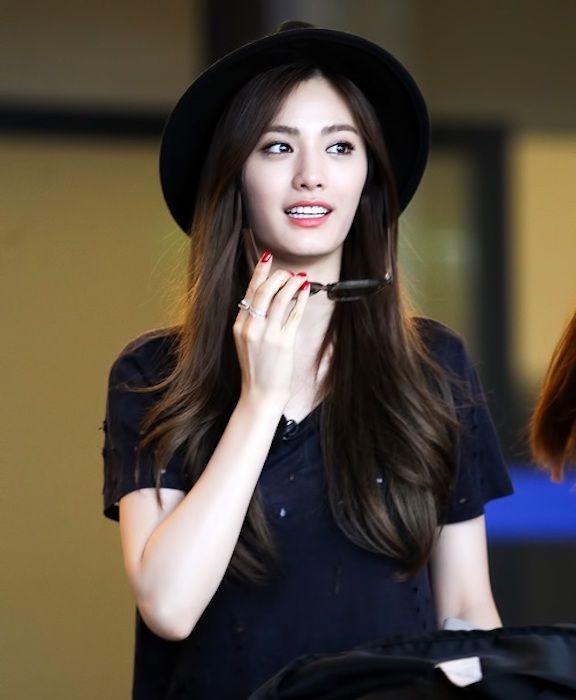 Tags: K-Pop, After School, Nana, Black Headwear, Looking Away, Hat, Black Shirt