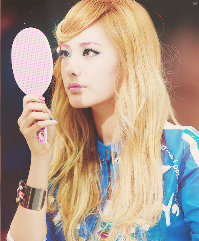 Tags: K-Pop, After School, Orange Caramel, Lipstick (Orange Caramel), Nana, Close Up, Mirror, Blue Shirt, Bracelet