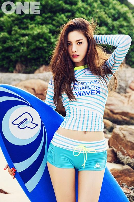 Tags: K-Pop, After School, Nana, Midriff, Blue Shorts, Holding Object, Hand In Hair, Surfboard, Shorts, Striped Shirt, Navel, One