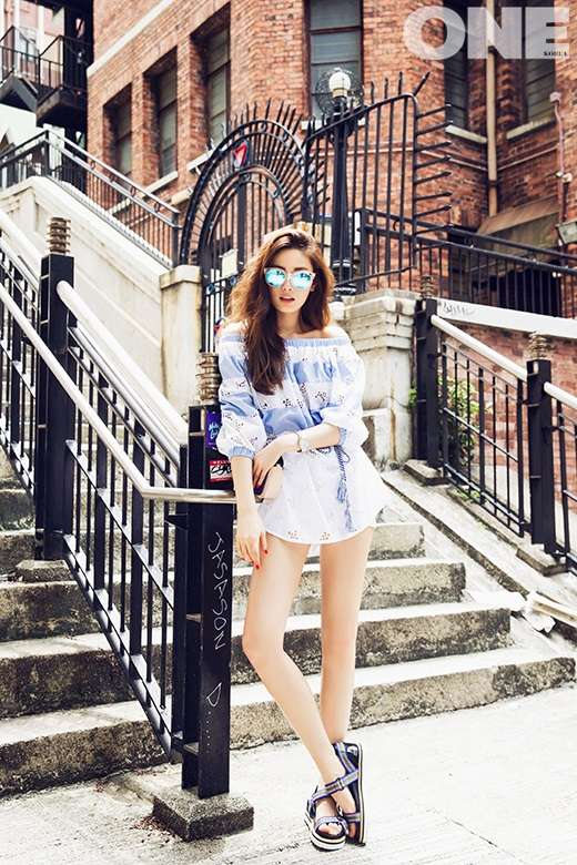 Tags: After School, Nana, Sunglasses, Silver Footwear, White Skirt, Blue Shirt, Striped Shirt, Sandals, Glasses, One