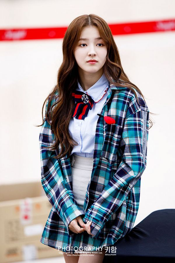 Tags: Momoland, Nancy, Checkered Jacket, Blue Skirt, Bow, Light Background, Checkered Skirt, White Background, Blue Outerwear, Blue Jacket, Skirt, Checkered