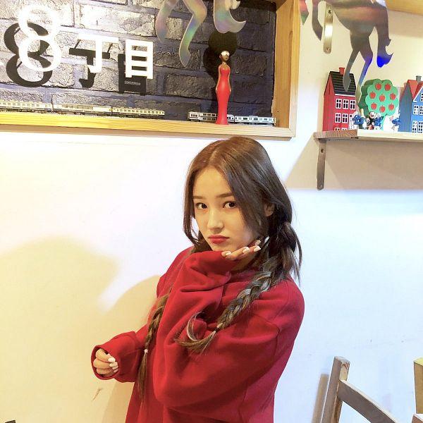 Tags: K-Pop, Momoland, Nancy, Make Up, Sweater, Nail Polish, Korean Text, Red Shirt, Braids