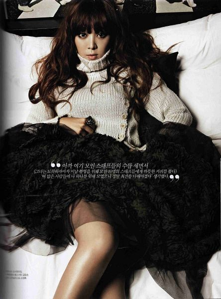 Tags: Brown Eyed Girls, Narsha, Black Skirt, On Bed, Skirt, Sweater, White Outerwear, Android/iPhone Wallpaper