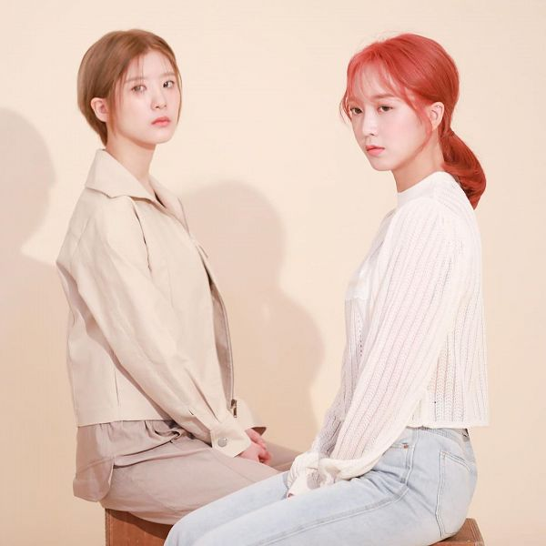 Tags: K-Pop, Nature, Kim Sohee (Nature), Sunshine, Red Hair, Pink Background, Duo