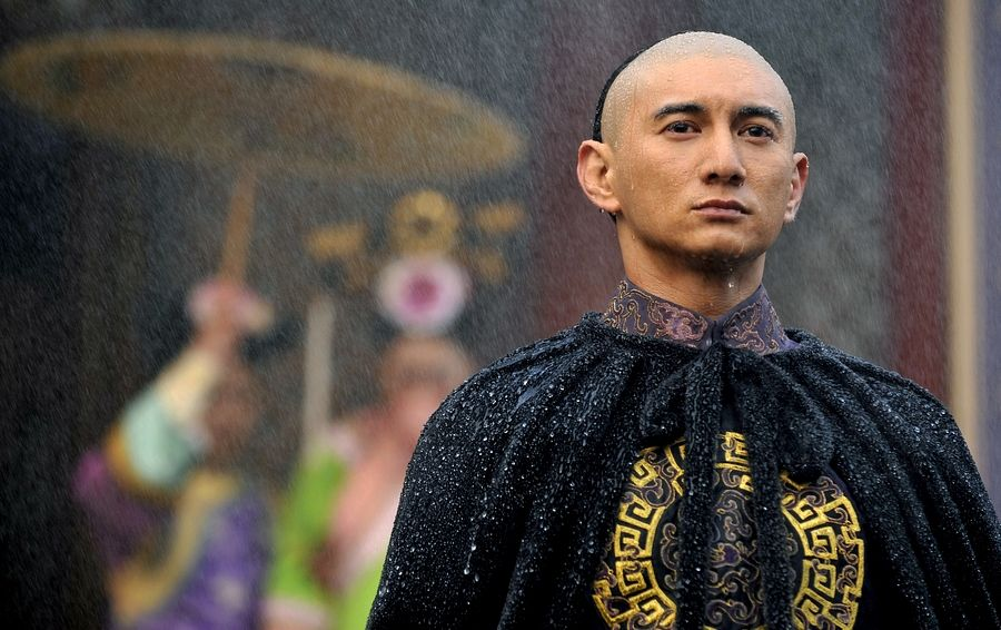 Tags: C-Drama, Nicky Wu, Partially Bald, Water, Wet, Looking Ahead, Traditional Clothes, Chinese Clothes, Rain, Scarlet Heart