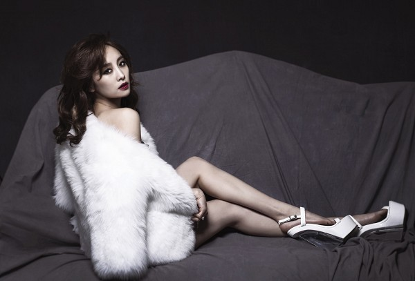 Tags: K-Pop, KARA, Nicole Jung, Coat, High Heels, Make Up, Fur, Fur Trim, Fur Coat, No Background, Wallpaper