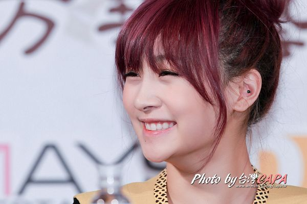 Tags: K-Pop, KARA, Nicole Jung, White Background, Brown Dress, Looking Away, Eyes Half Closed, Medium Hair, Red Hair, Light Background, Brown Outfit