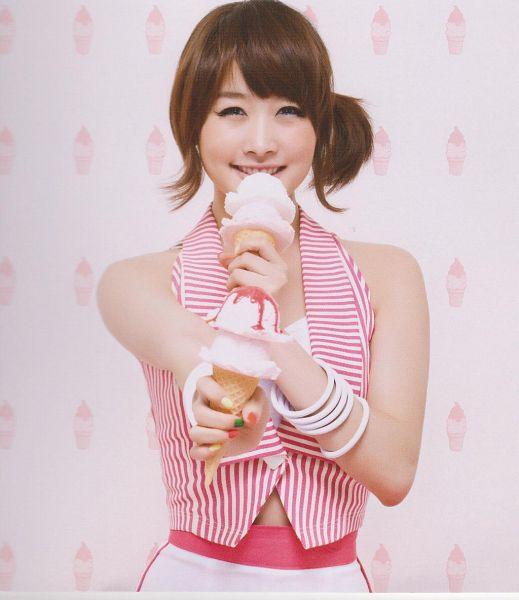 Tags: K-Pop, KARA, Nicole Jung, Bare Shoulders, Bracelet, Nail Polish, Striped Shirt, Striped, Hold Out Hand, Medium Hair, White Shorts, Red Shirt