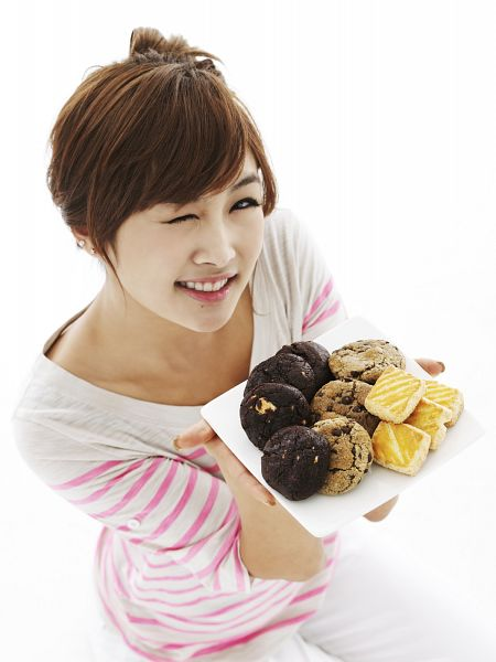 Tags: K-Pop, KARA, Nicole Jung, White Pants, Cookies, Looking Up, Sweets, Striped Shirt, Striped, Android/iPhone Wallpaper