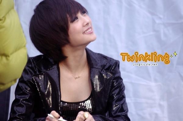 Tags: K-Pop, KARA, Nicole Jung, Medium Hair, Necklace, Looking Up, Twinkling