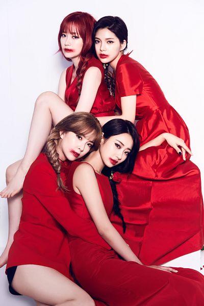 Tags: K-Pop, Nine Muses, Lee Keumjo, Jo Sojin, Gyeongree, Pyo Hyemi, Four Girls, Red Outfit, Sitting On Ground, Shorts, Blunt Bangs, Full Group