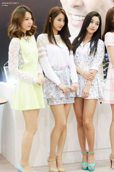 Tags: K-Pop, Nine Muses, Gyeongree, Pyo Hyemi, Ryu Sera, Three Girls, White Outfit, Blue Footwear, Necklace, White Skirt, Trio, Brown Footwear