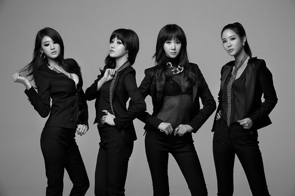 Tags: K-Pop, Nine Muses, Euaerin, Leesem, Ryu Sera, Moon Hyuna, Gray Background, Monochrome, Suggestive, Black Outfit, Serious, Quartet