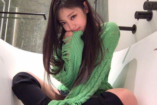 Tags: K-Pop, Aespa, Ningning, Boots, Black Footwear, Hand On Head, Chin In Hand, Bathroom, Sweater, Hand On Cheek, Bare Legs, Green Shirt