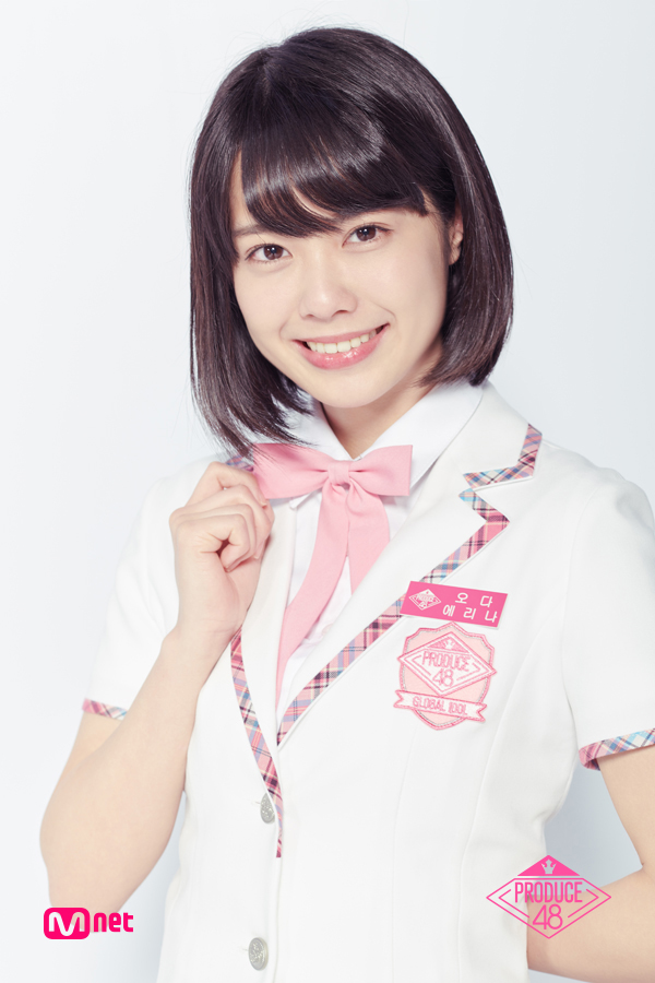 Tags: Television Show, J-Pop, AKB48, Oda Erina, Light Background, Collar (Clothes), White Background, White Outerwear, School Uniform, Short Sleeves, Text: Series Name, Bow Tie