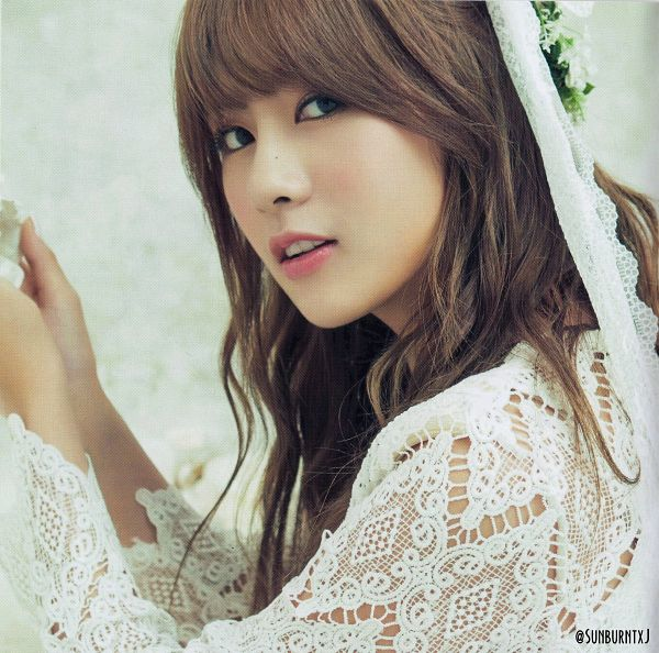 Tags: K-Pop, Apink, No No No, Oh Ha-young, Flower Crown, Close Up