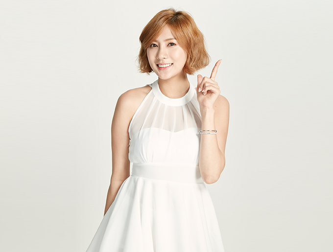 Tags: K-Pop, Apink, Oh Ha-young, Ring, White Dress, Bare Shoulders, White Outfit, Sleeveless, Light Background, Red Hair, White Background, Bracelet
