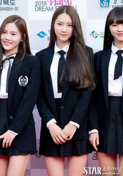 Tags: K-Pop, Oh My Girl, Yooa, Choi Hyojung, Kim Jiho, Skirt, Pleated Skirt, Black Jacket, Black Neckwear, Trio, Three Girls, Matching Outfit