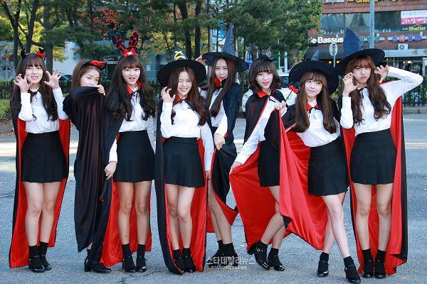 Tags: K-Pop, Oh My Girl, Choi Hyojung, Hyun Seunghee, Yooa, Arin, Mimi, Binnie, JinE, Kim Jiho, Looking Away, Black Footwear