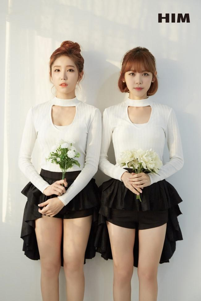 Tags: K-Pop, OhBliss, Kim Inhwa, Chunglyn, Flower, Duo, Hair Up, White Flower, Single Bun, Medium Hair, Serious, Shorts