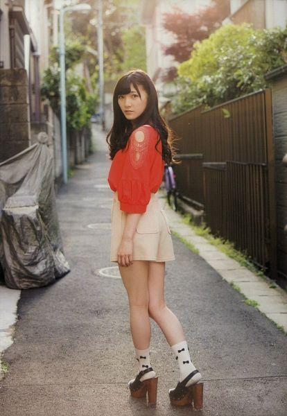Tags: J-Pop, AKB48, Okada Nana, Red Shirt, White Legwear, Looking Back, Outdoors, White Skirt, Socks, High Heels, Bare Legs, Skirt
