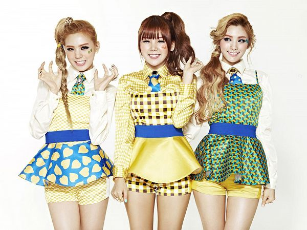 Tags: K-Pop, Orange Caramel, After School, Lipstick (Orange Caramel), Nana, Lizzy, Raina, White Background, Trio, Braids, Hair Up, Checkered