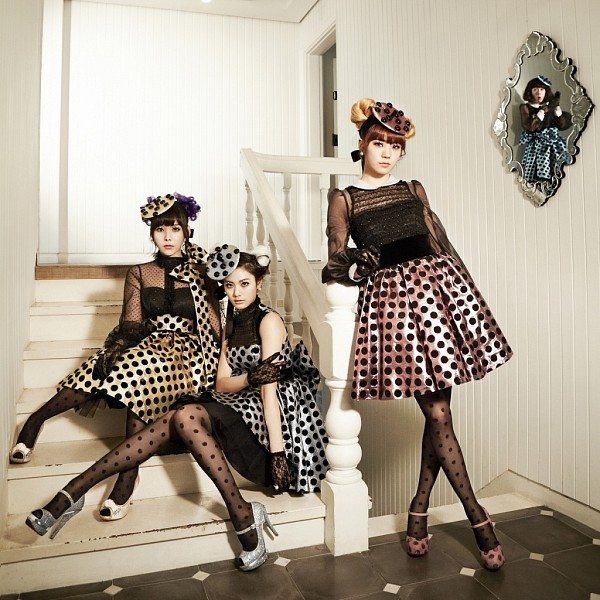 Tags: K-Pop, Orange Caramel, After School, Catallena, Nana, Lizzy, Raina, Stairs, Fence, Mirror, Glass, High Heels