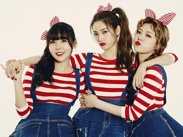 Tags: K-Pop, After School, Orange Caramel, My Copycat, Nana, Lizzy, Raina, Arm Around Shoulder, Make Up, Overalls, Denim Dress, Nail Polish